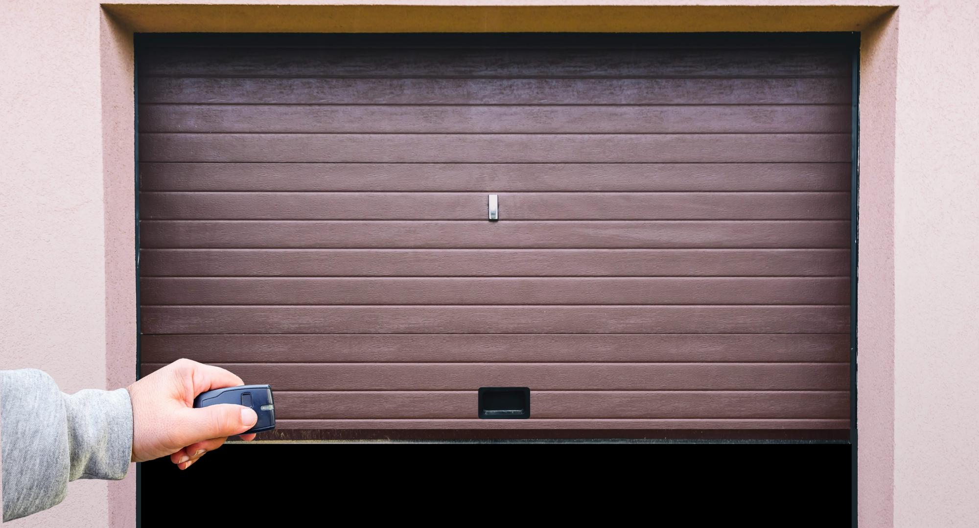 garage doors worker